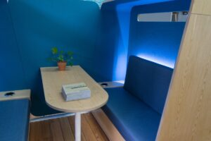 Showroom-2-blue-booth-interior 800